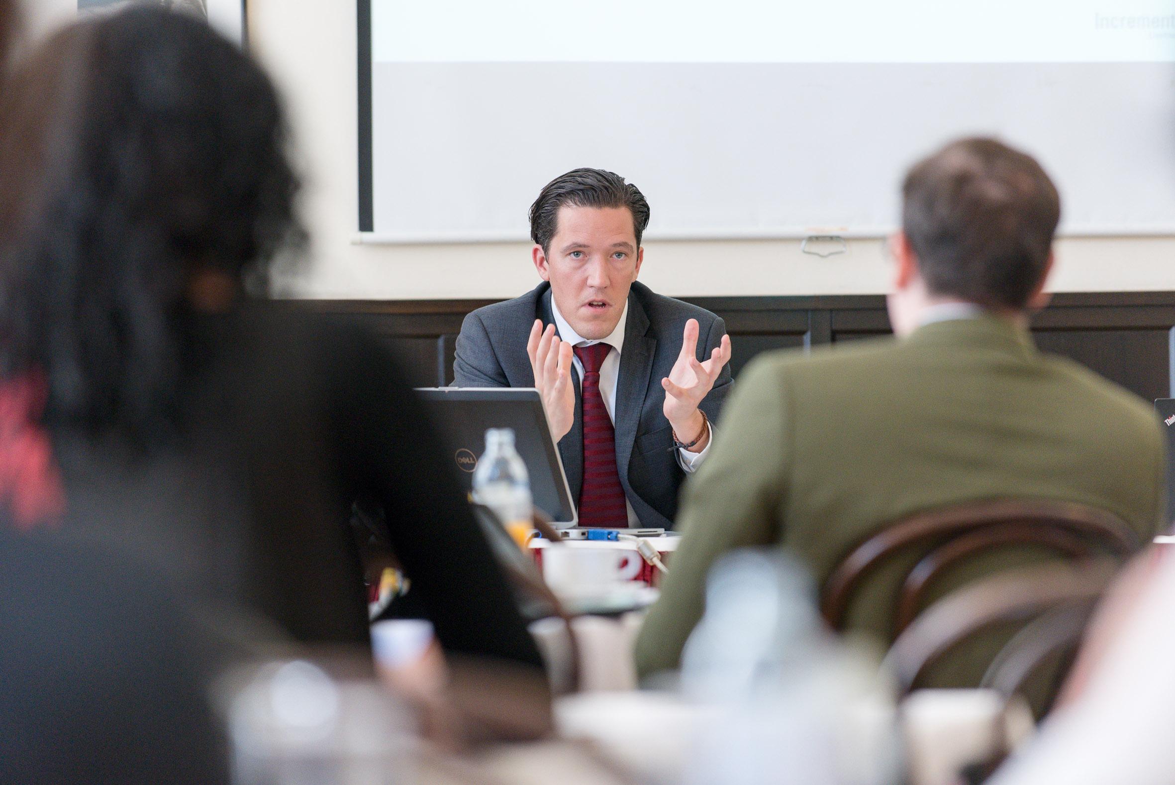 M. Valek während seines Vortrags